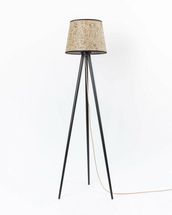 0000 Stehleuchte Heu konisch Dreibein Holz 37cm DM von unten LIEB & KÜHN Stehleuchte aus Holz & Heu