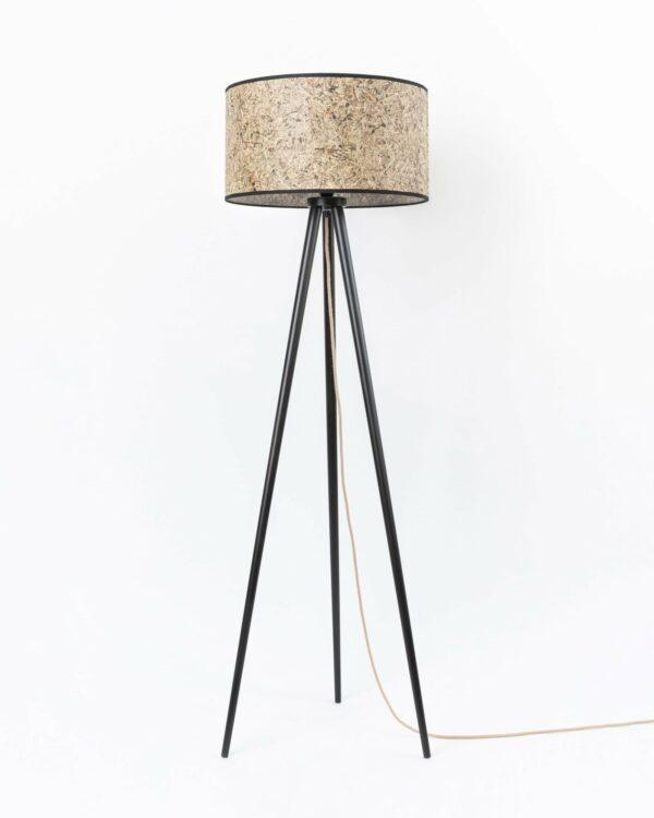 0000 Stehleuchte Heu zylindrisch Dreibein Holz 485cm DM von unten LIEB & KÜHN Stehleuchte aus Holz & Heu