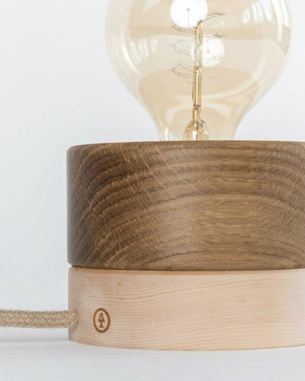 0239 Tischleuchte Eiche Zirbe Detail LIEB & KÜHN Tischlampe 0239 Holz Kombo